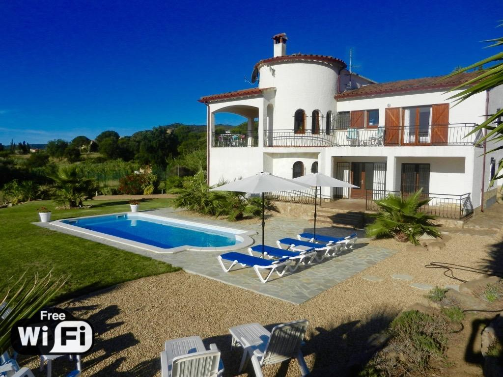 Villa ensueño, Modern and nice villa in Calonge, Catalonia, Spain  with private pool for 12 persons...