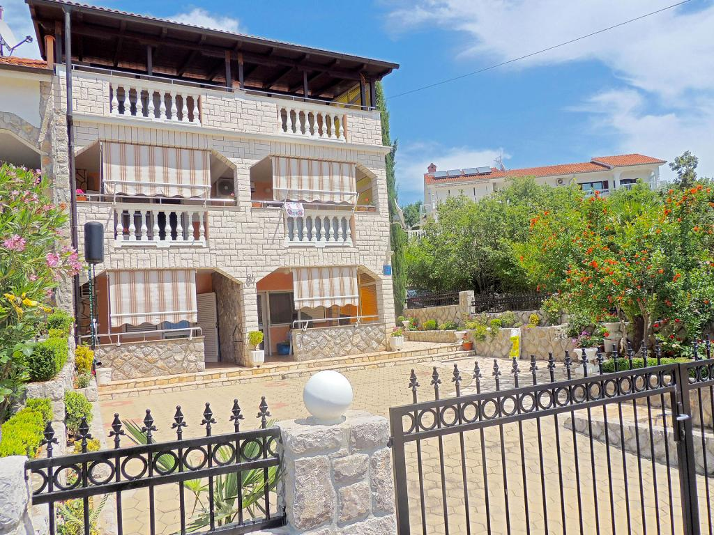 Attractive cozy apartment - balcony sea view, terrace, private parking, barbecue, Mooi en gezellig appartement in Pinezici, Island Krk, Kroatië voor 4 personen...