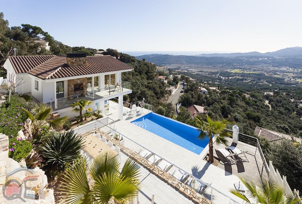Villa pacifica, Modern and luxury villa in Santa Cristina d'Aro, Catalonia, Spain  with private pool for 8 persons...