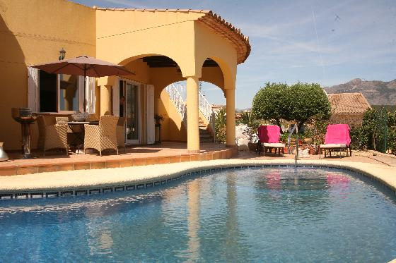 Mariposa invierno, Villa in La Nucia, on the Costa Blanca, Spain with private pool for 6 persons. The villa is situated in a residential area,.....