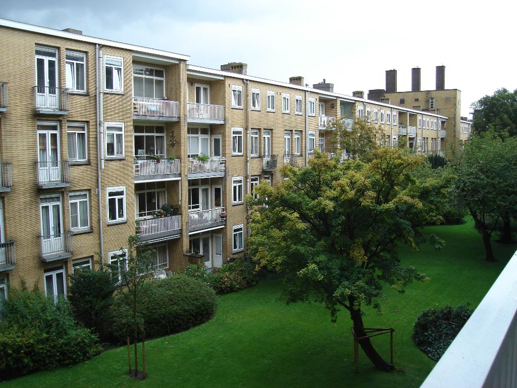 Stadionweg 162II, Large and cheerful apartment in Amsterdam, Noord Holland, Netherlands for maximum 6 persons.  There is a possibility to.....