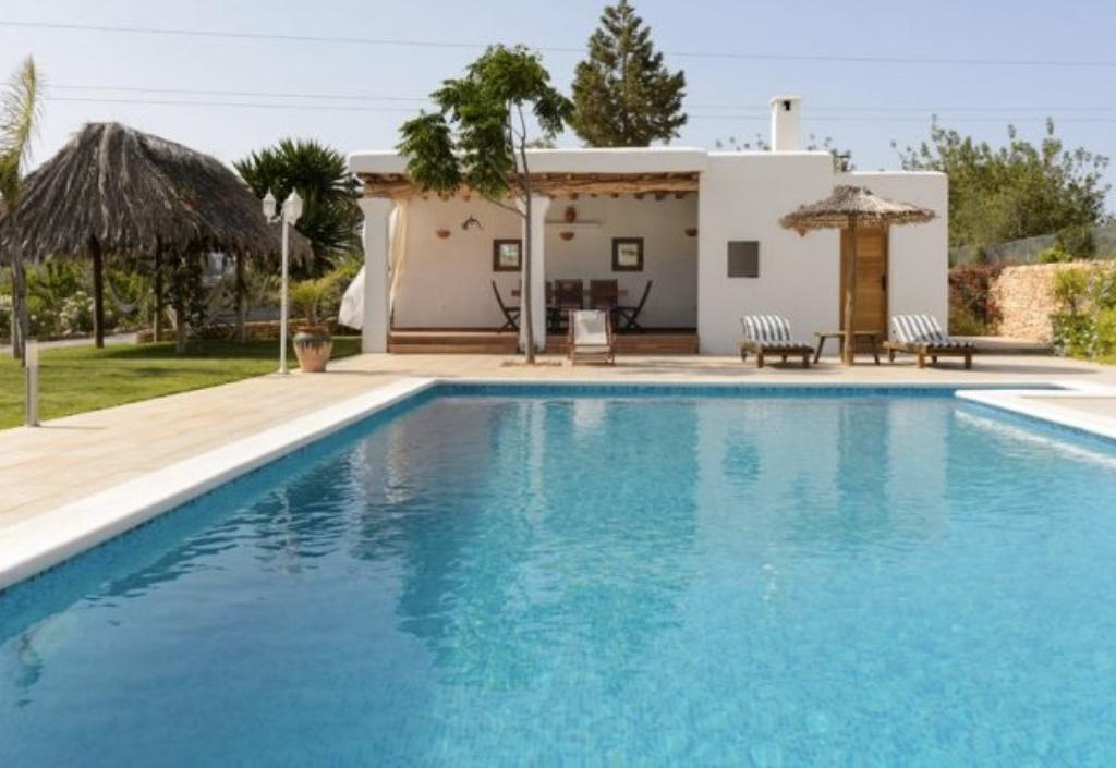 Curretres, Comfortable villa in Santa Gertrudis, Ibiza, Spain  with private pool for 7 persons...