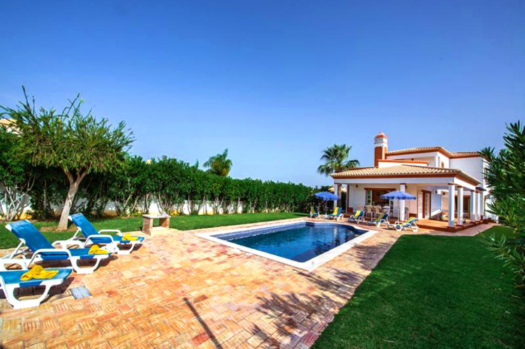 Villa Albufeira LS322, Beautiful and classic villa in Albufeira, on the Algarve, Portugal  with private pool for 8 persons...