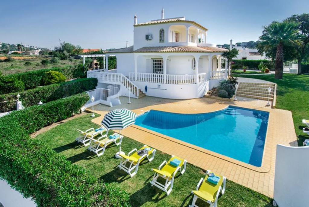Villa Albufeira LS325, Lovely and nice villa  with private pool in Albufeira, on the Algarve, Portugal for 8 persons...