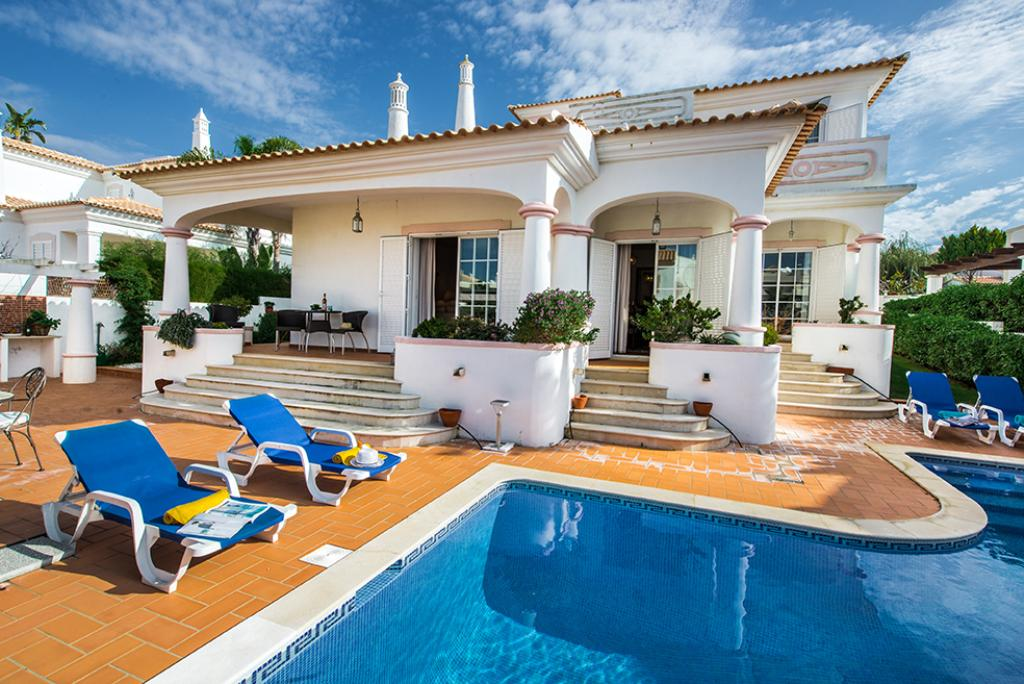 Villa albufeira ls335,Beautiful and comfortable villa in Albufeira, on the Algarve, Portugal  with private pool for 8 persons...
