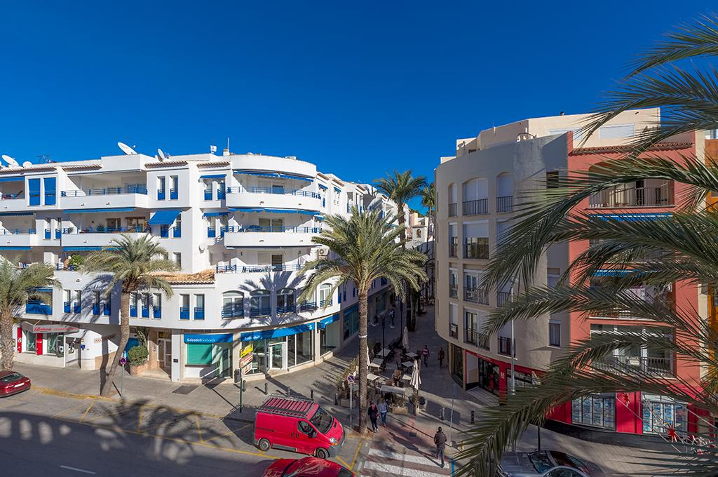 Ribeiro 6, Apartment in Moraira, on the Costa Blanca, Spain for 6 persons. The apartment is situated close to restaurants and bars,.....
