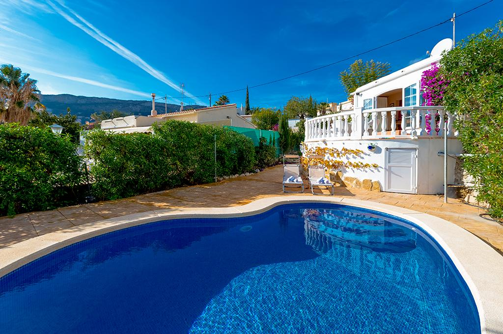 Casablanca 4, Romantic villa with private pool in Calpe for 4 persons, for your summer holidays in Spain with family, friends and also.....