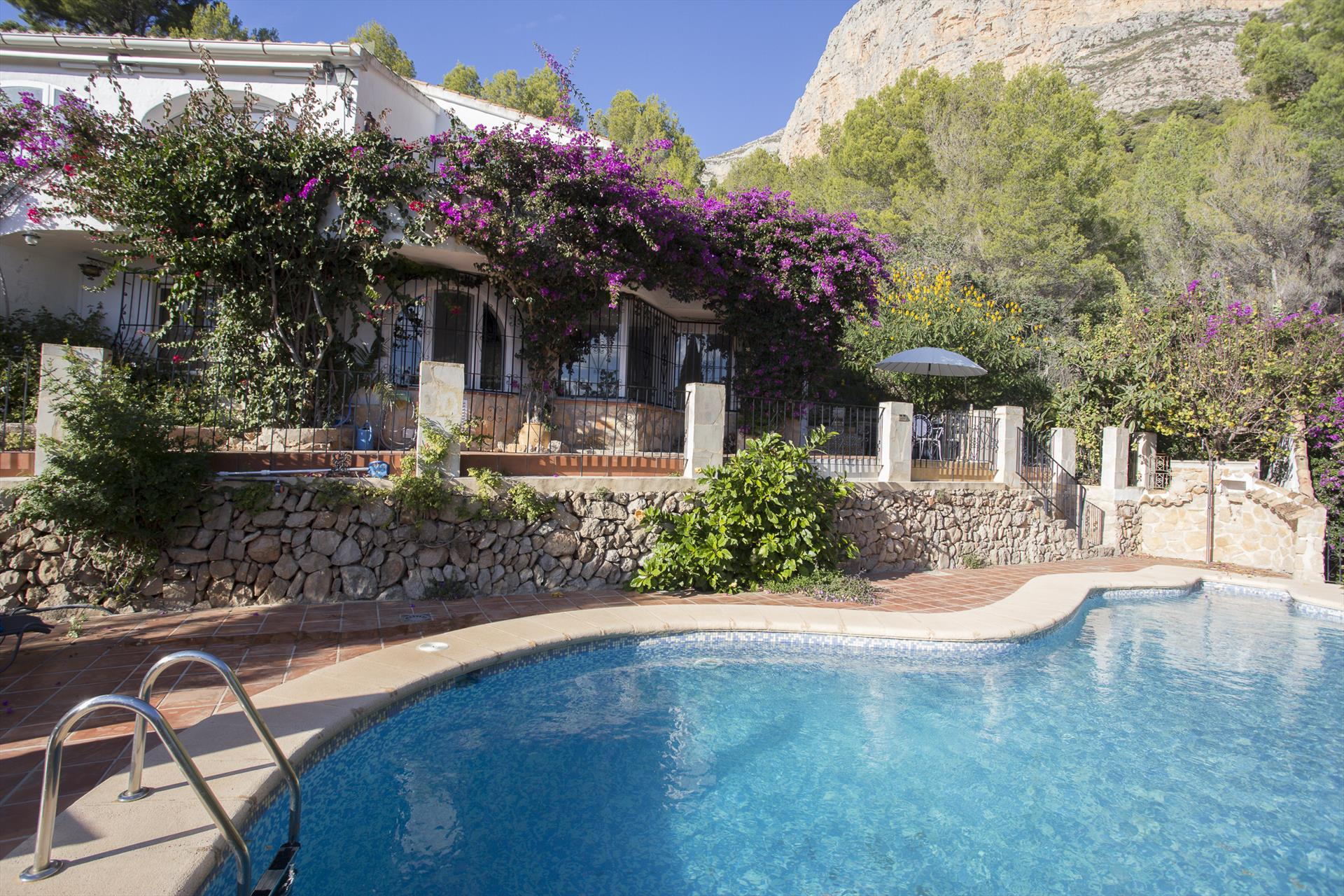Casa Nana, Beautiful and comfortable villa  with private pool in Javea, on the Costa Blanca, Spain for 4 persons.....
