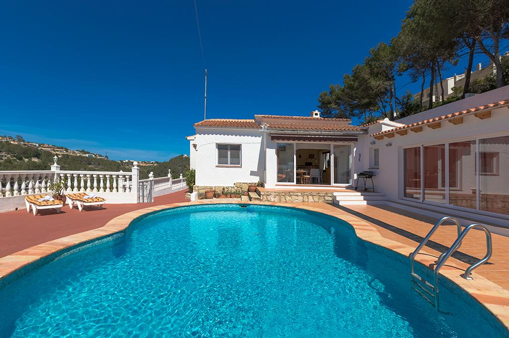 Berg 6, Classic and cheerful villa with private pool in Benissa, on the Costa Blanca, Spain for 6 persons. The villa is situated.....