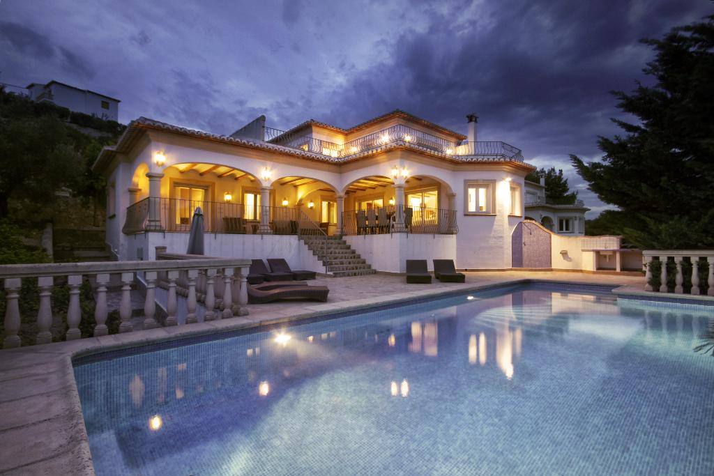 Anngo 6 pax, Large and cheerful villa  with private pool in Javea, on the Costa Blanca, Spain for 6 persons.....