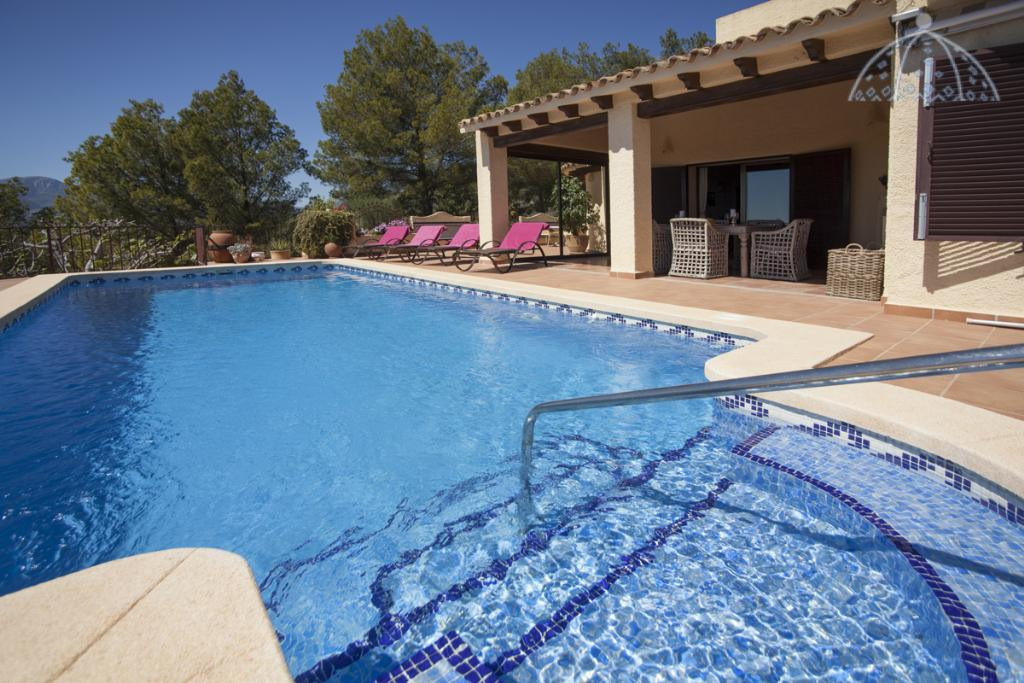 Buen Lugar, Lovely and nice holiday house  with private pool in Altea, on the Costa Blanca, Spain for 6 persons.....