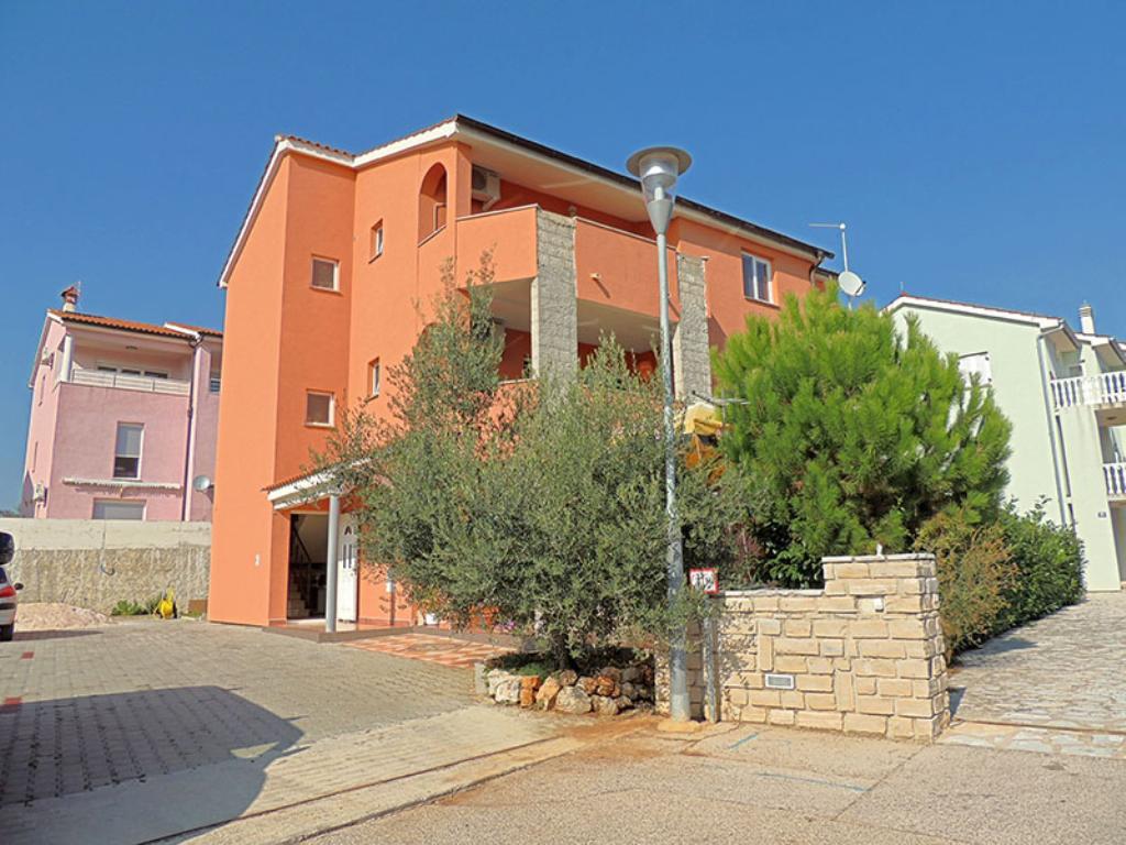 Attractive apartment - excellent position, private parking, private balcony, beach nearby,Apartamento precioso y gracioso en Krk, Island Krk, Croacia para 2 personas...