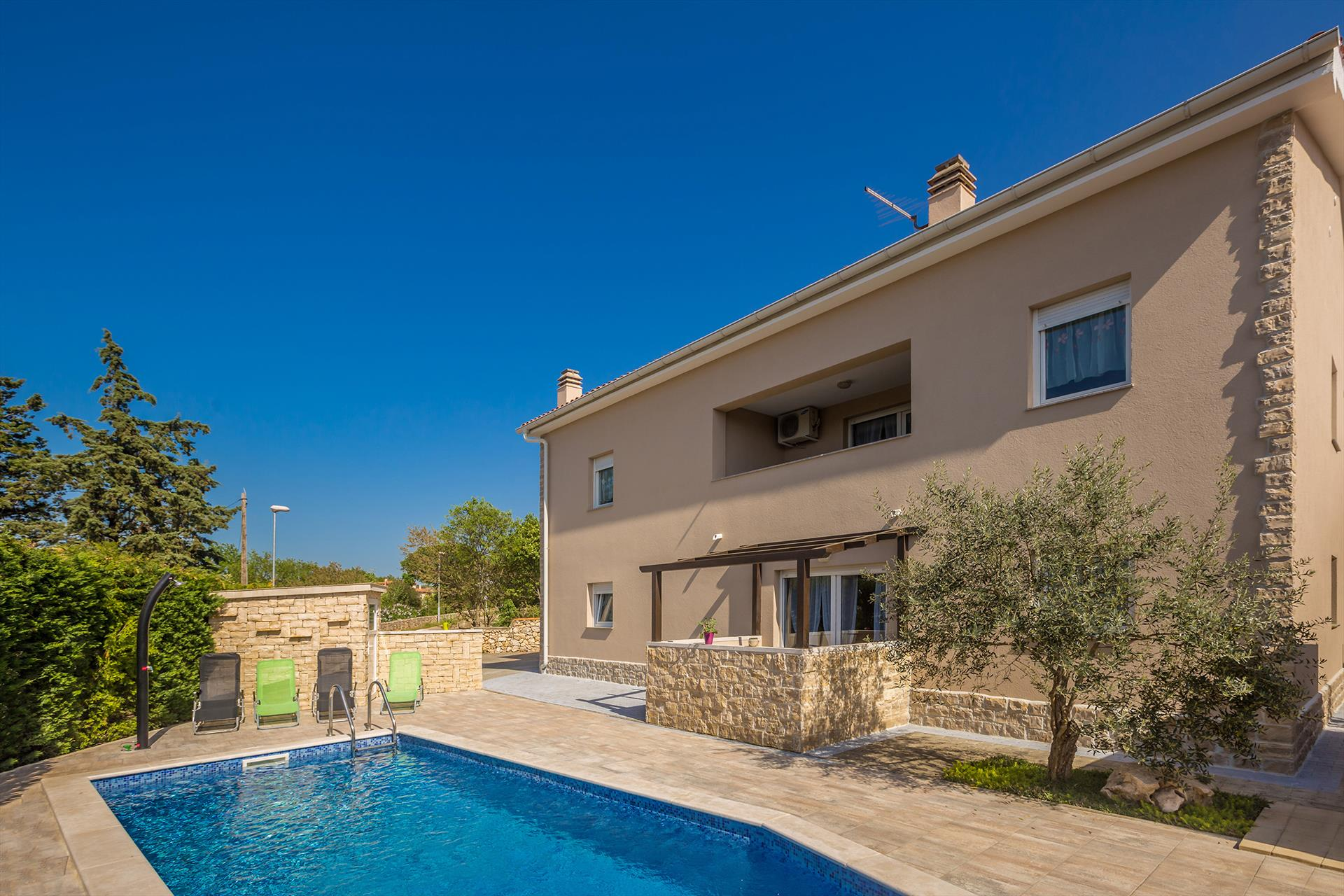 Modern cozy studio- swimming pool, yard, sitting area, grill,Lovely and cheerful studio  with private pool in Pinezici, Island Krk, Croatia for 2 persons...