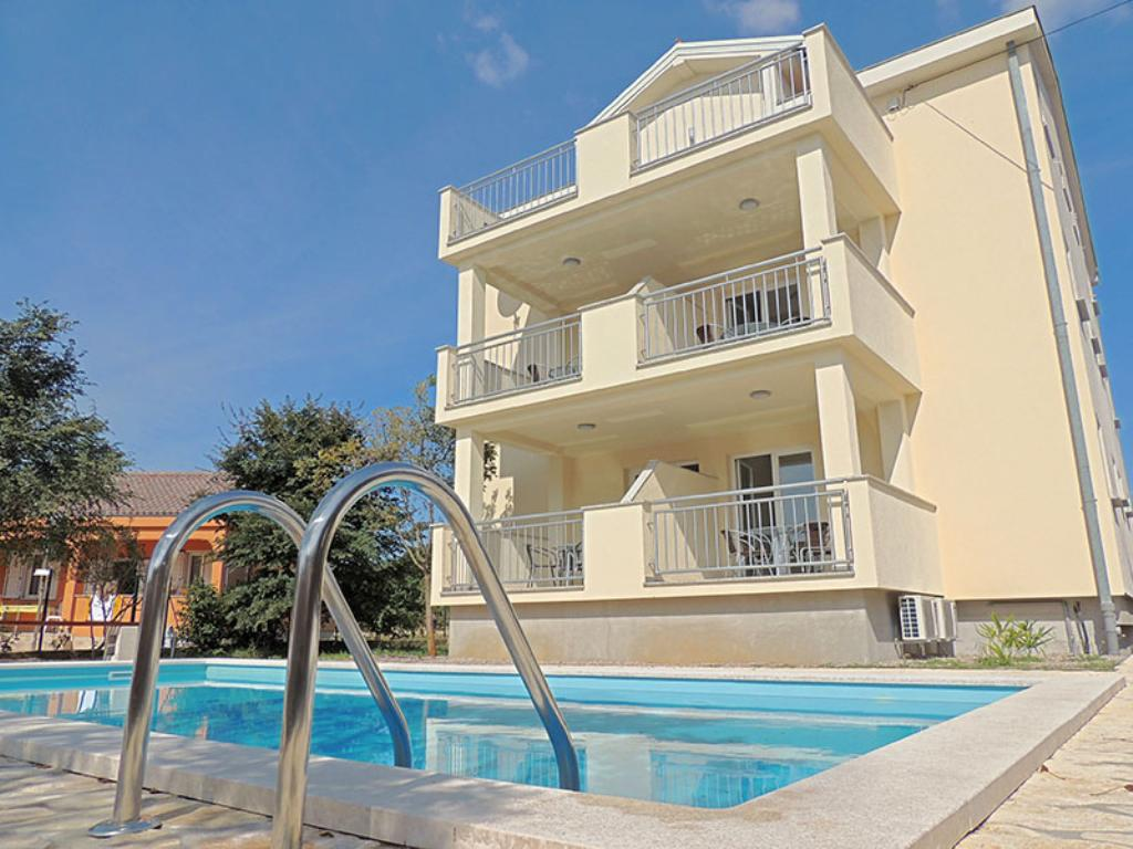 Lovely sunny apartment - outdoor pool, private parking, barbecue area, terrace, Beautiful and cheerful apartment in Pinezici, Island Krk, Croatia  with communal pool for 4 persons...