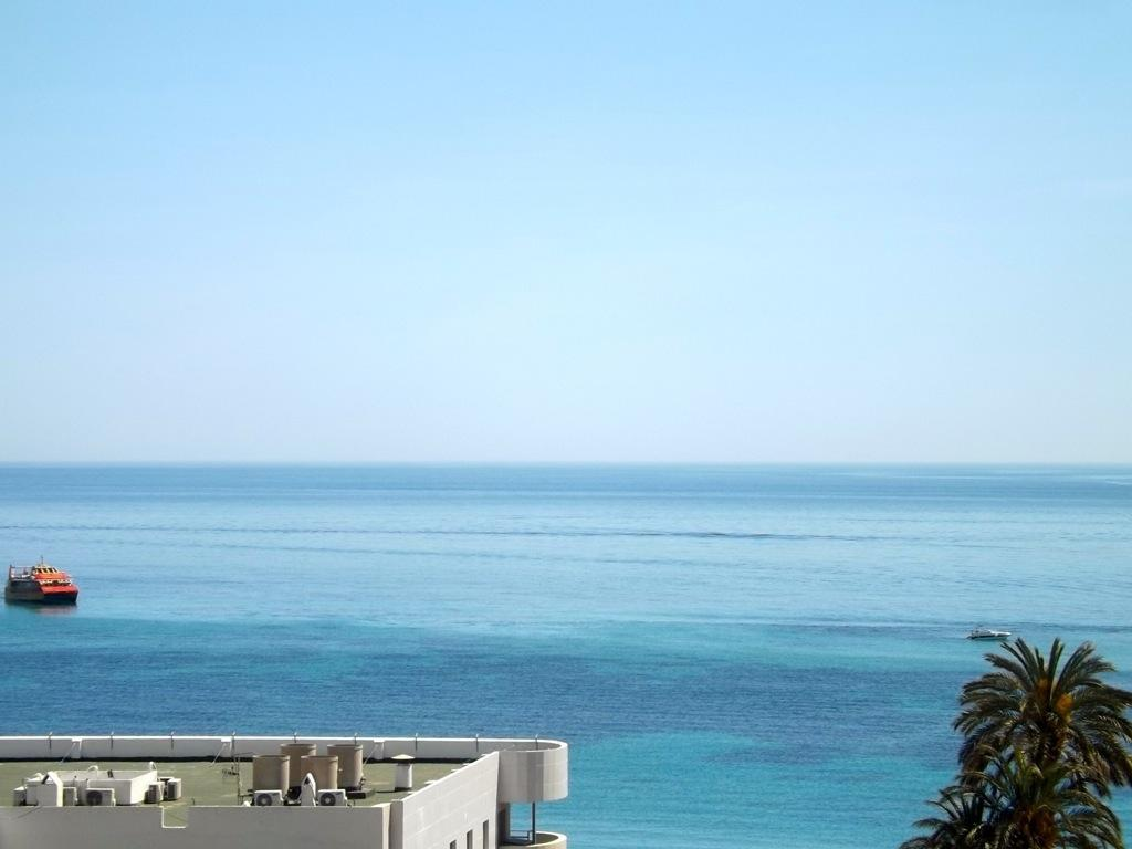 Apartamento Apolo XII 7B, Holiday rental apartment for 4 people situated in Calpe (Costa Blanca).Nice apartment with fantastic views to the sea, pleaced.....