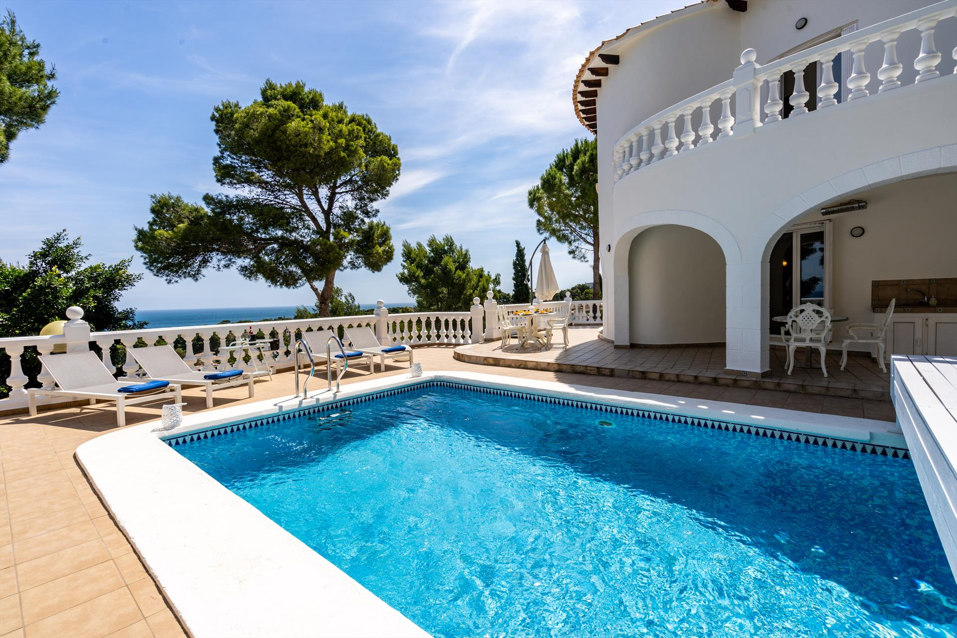Villa Colina de los Pinos, Lovely and luxury villa in Denia, on the Costa Blanca, Spain with private pool for 6 persons. The villa is situated in a.....