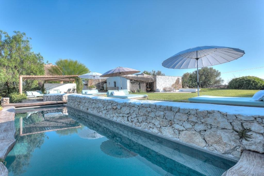 339, Large and comfortable villa  with private pool in San Lorenzo, Ibiza, Spain for 6 persons...