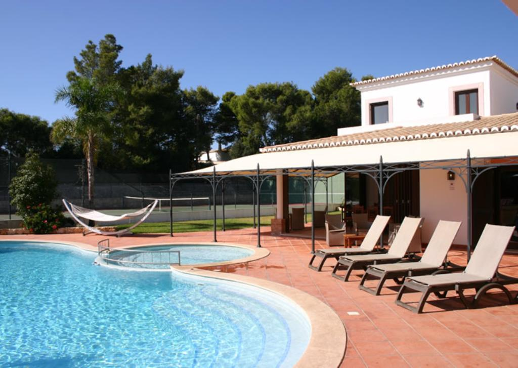 Mouraria, Large and comfortable villa in Carvoeiro, on the Algarve, Portugal  with private pool for 14 persons...