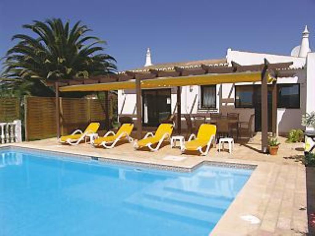 Casa mimosa, Lovely and comfortable villa  with private pool in Carvoeiro, on the Algarve, Portugal for 6 persons...