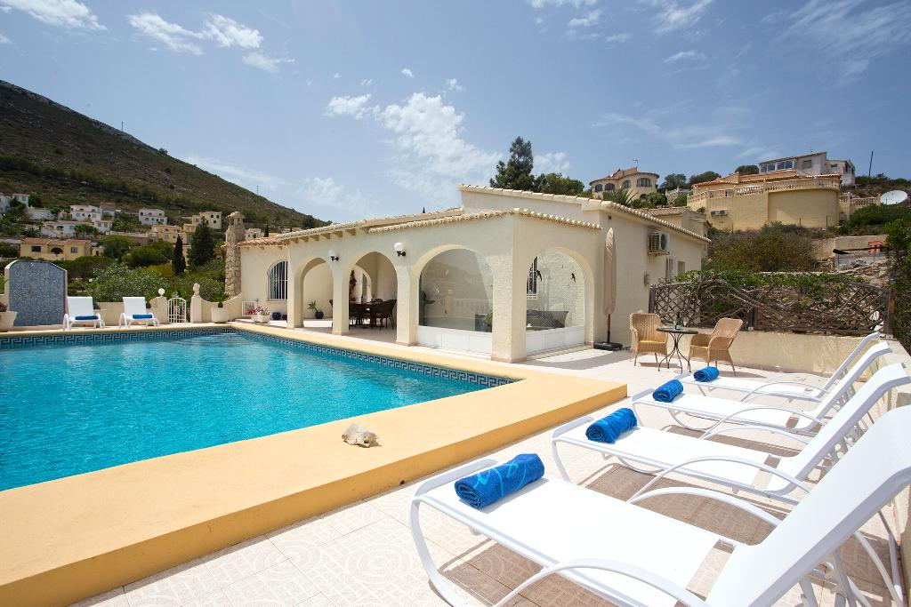 Amazing, Beautiful and comfortable villa  with private pool in Javea, on the Costa Blanca, Spain for 6 persons...