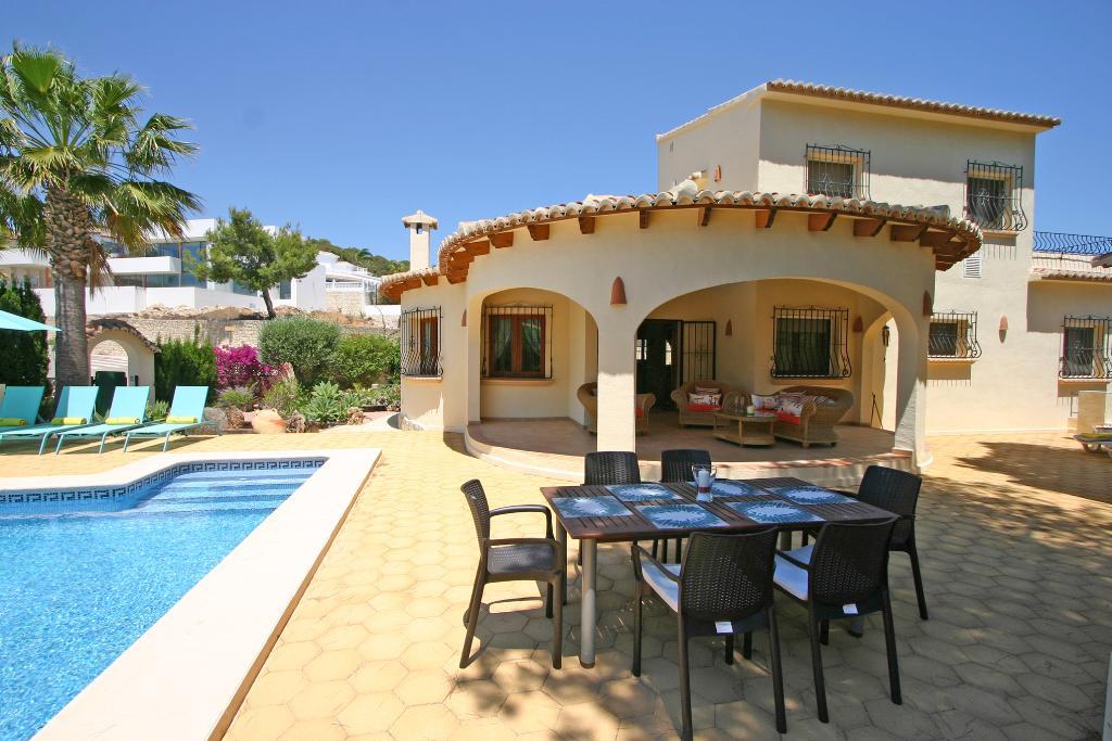 El Bosque LT,Villa maravillosa y confortable con piscina privada en Moraira, en la Costa Blanca, España para 8 personas. La villa.....