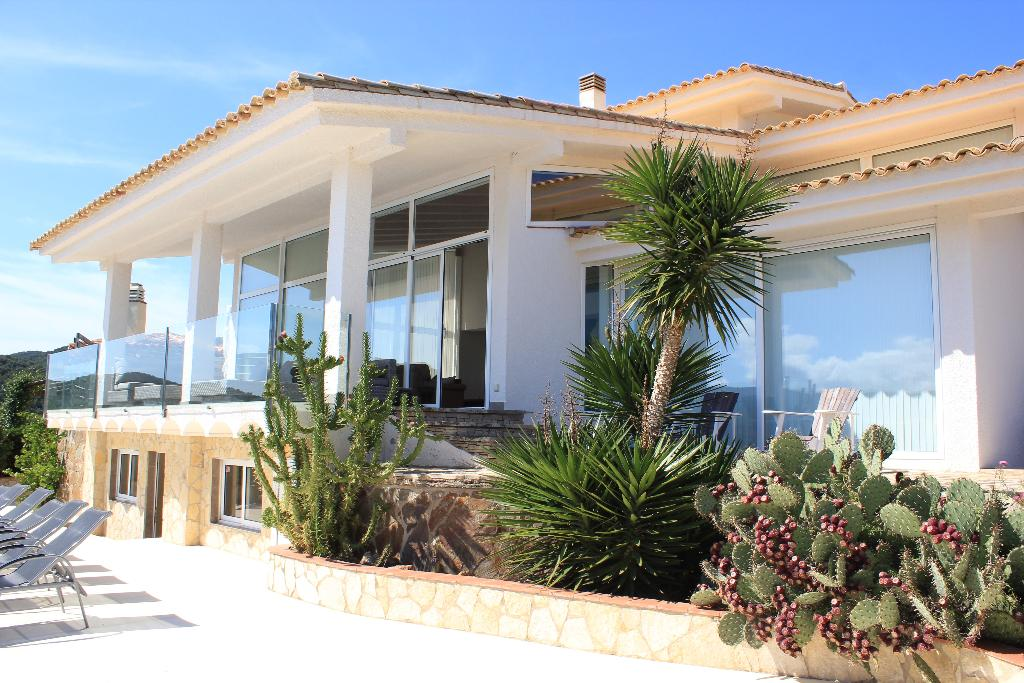 Villa las colinas, Villa  with private pool in Calonge, Catalonia, Spain for 9 persons...