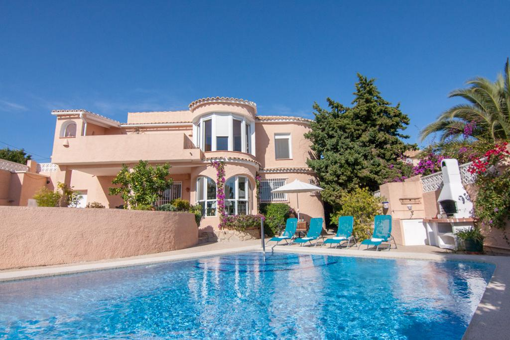 Barbara 6, Beautiful and cheerful villa  with private pool in Calpe, on the Costa Blanca, Spain for 6 persons...