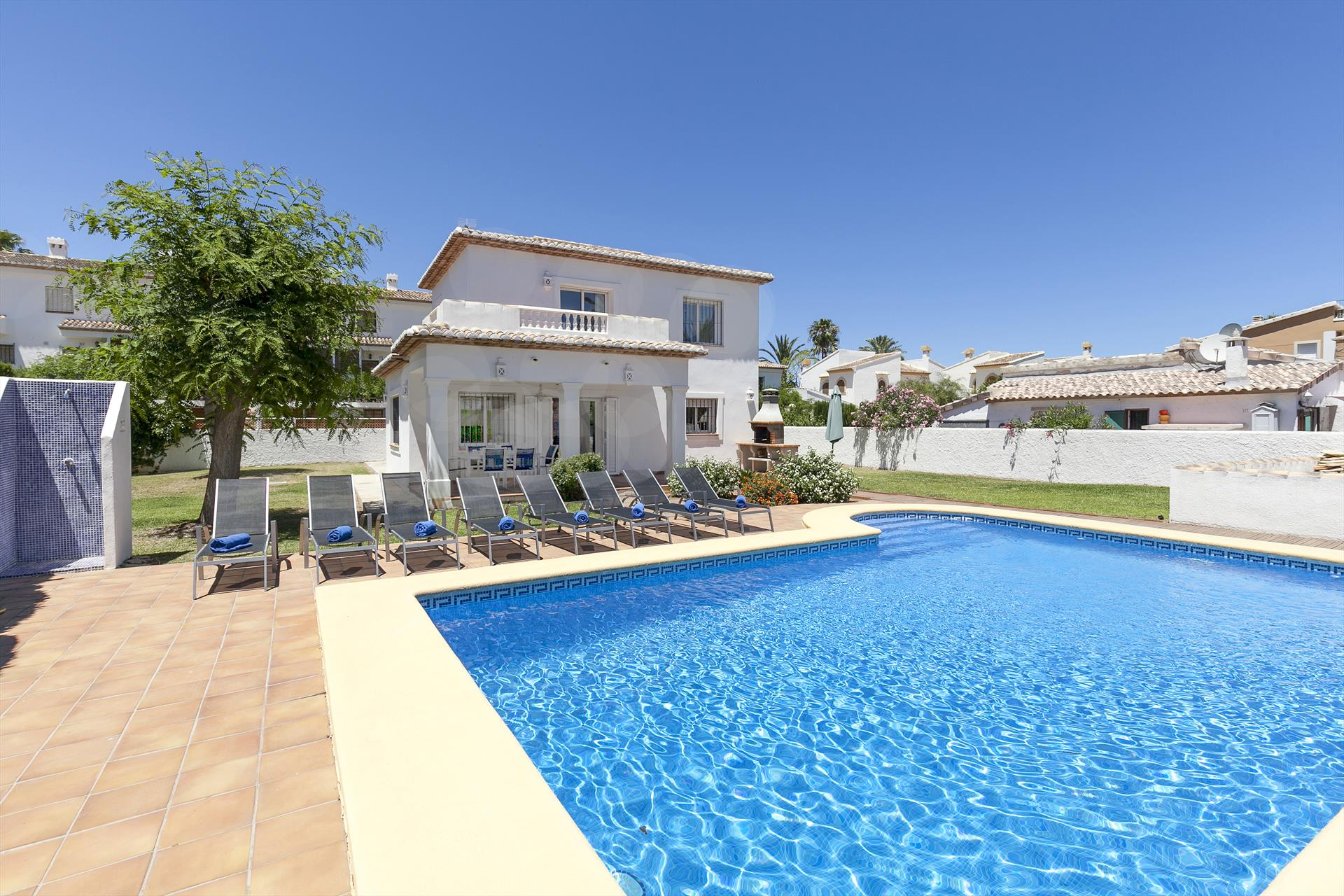 Villa Vicenta 4, Well furnished villa in Denia, on the Costa Blanca, Spain  with private pool for 4 persons...