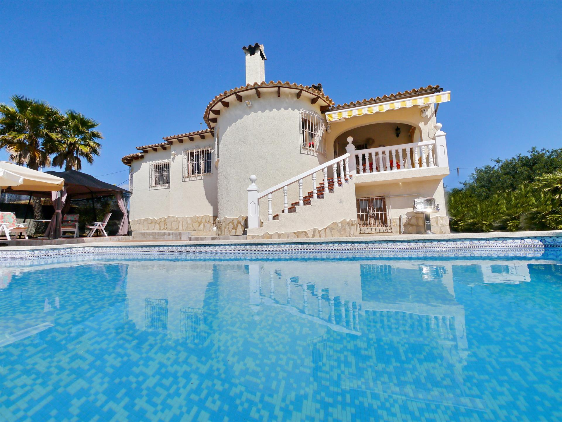 Salinas, Large and comfortable villa  with private pool in Calpe, on the Costa Blanca, Spain for 6 persons.....
