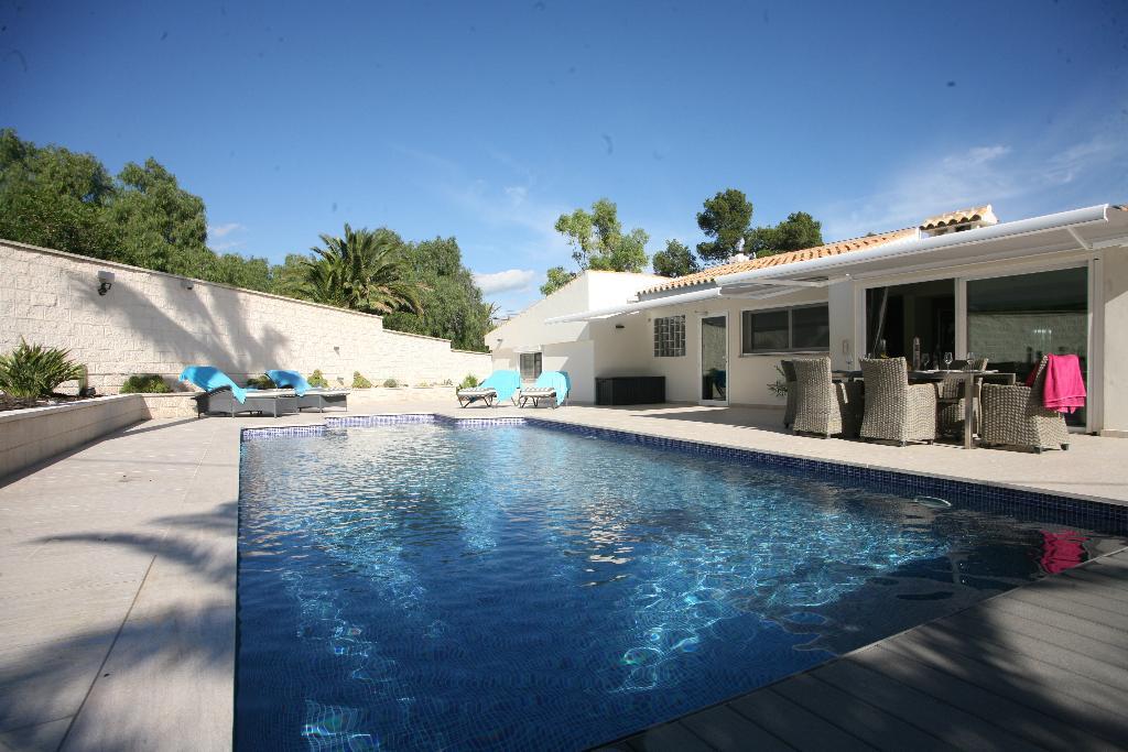 Estrella,Villa moderna y confortable con piscina privada en Alfaz del Pi, en la Costa Blanca, España para 6 personas. La villa.....