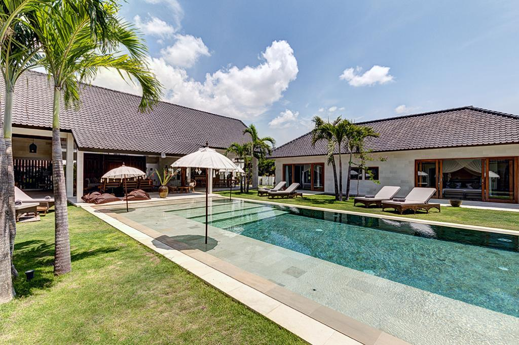 Iluh, Beautiful and  luxury villa in Seminyak, Bali, Indonesia  with private pool for 12 persons...