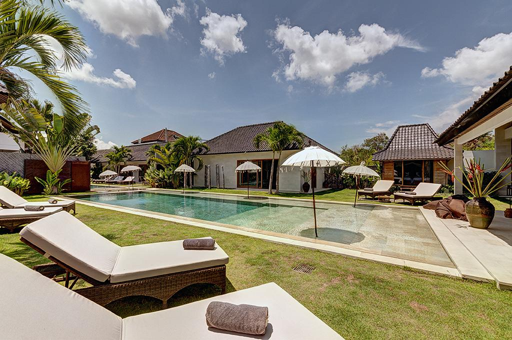 Iluh 3BR, Beautiful and luxury villa  with private pool in Seminyak, Bali, Indonesia for 6 persons...