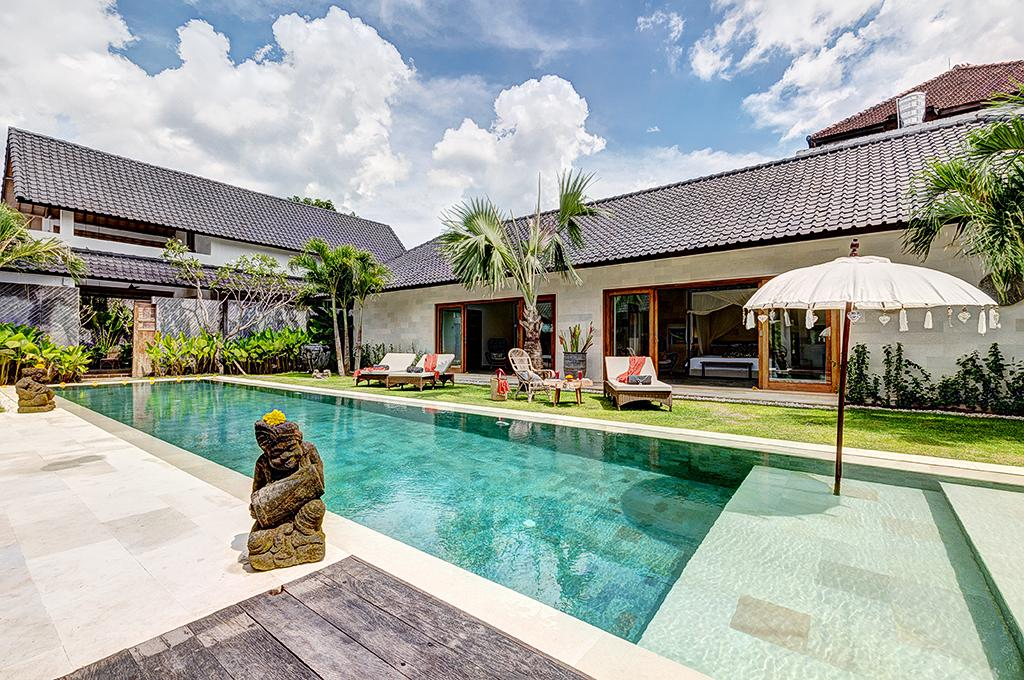 Nyoman, Beautiful and  luxury villa in Seminyak, Bali, Indonesia  with private pool for 10 persons...