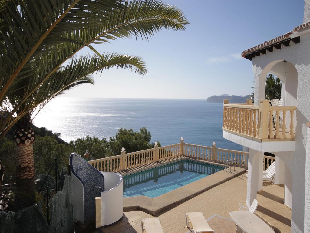 Wanda, Lovely and comfortable villa  with private pool in Javea, on the Costa Blanca, Spain for 8 persons.....