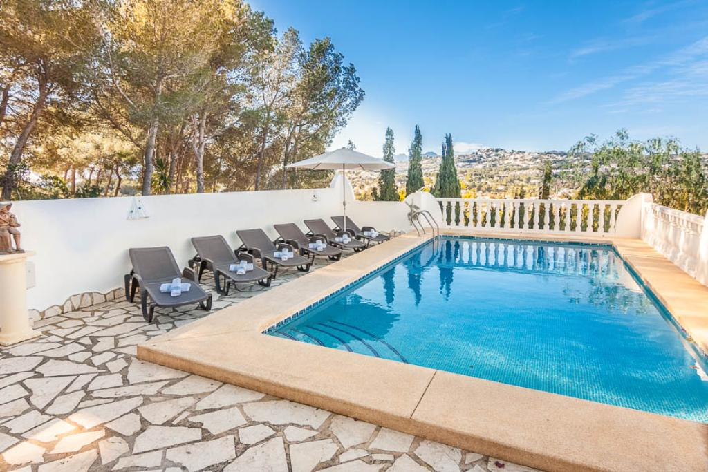 Durero 10, Modern and comfortable villa in Moraira, on the Costa Blanca, Spain with private pool for 10 persons. The villa is situated.....