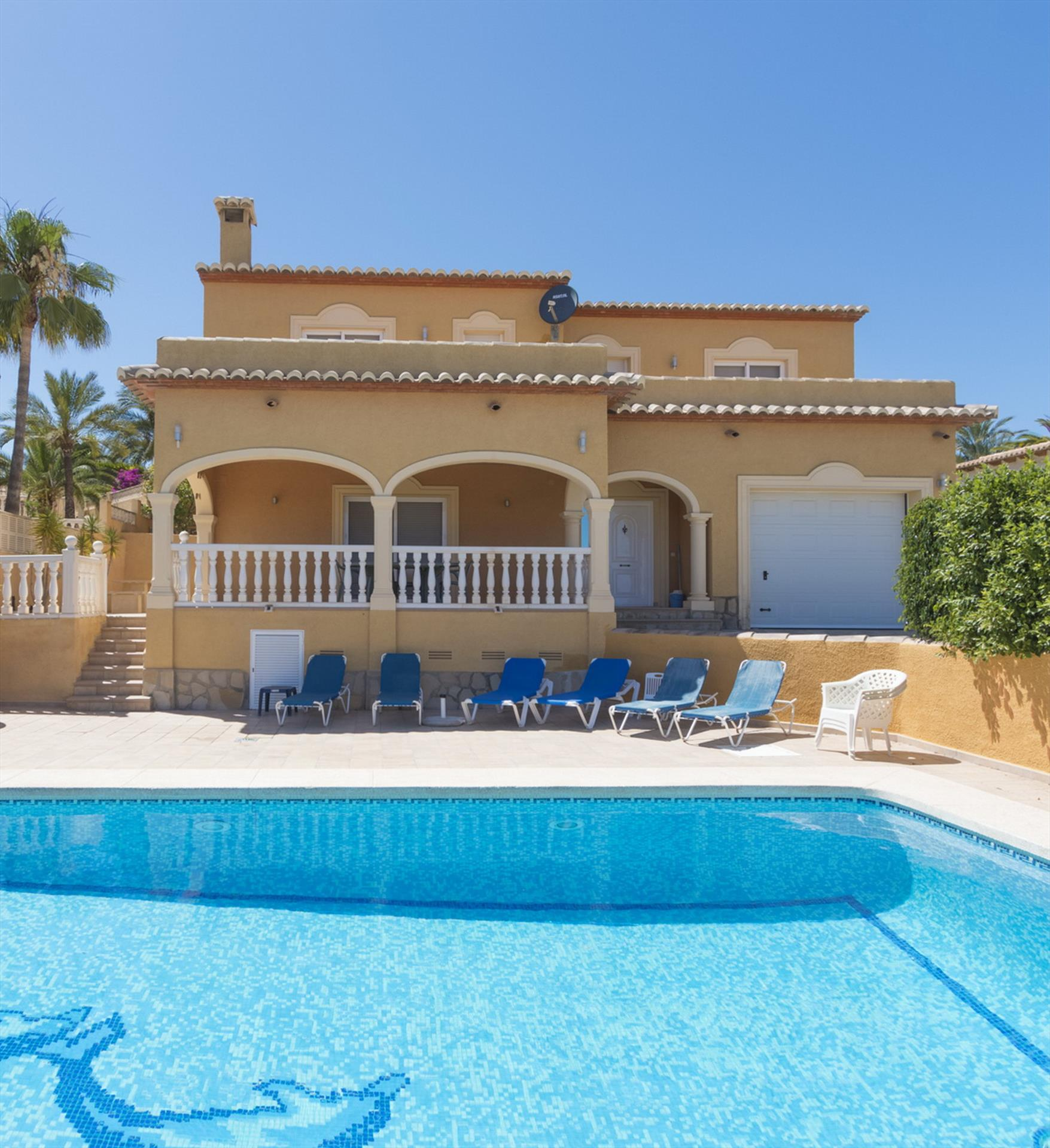 Chris, Villa with private pool (with security fence for children) in Calpe, on the Costa Blanca, Spain for 6 persons. The villa.....