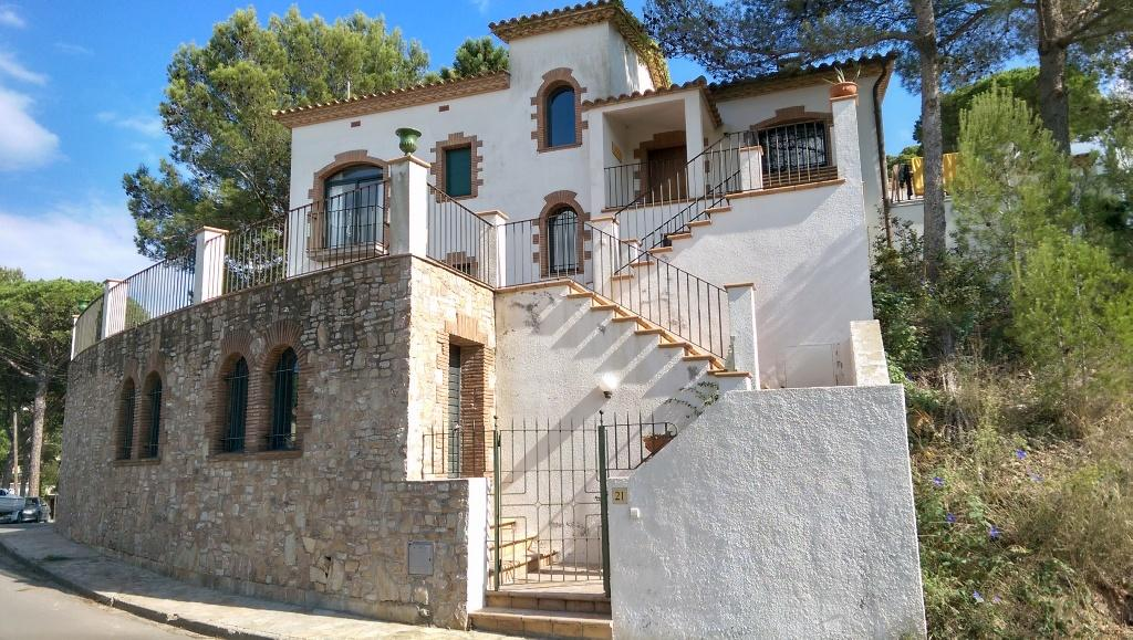 ESTRELLA Begur Costa Brava casa acogedora y amplia con wifi gratis terraza y garaje, Large and nice house in Begur, on the Costa Brava, Spain for 6 persons.....