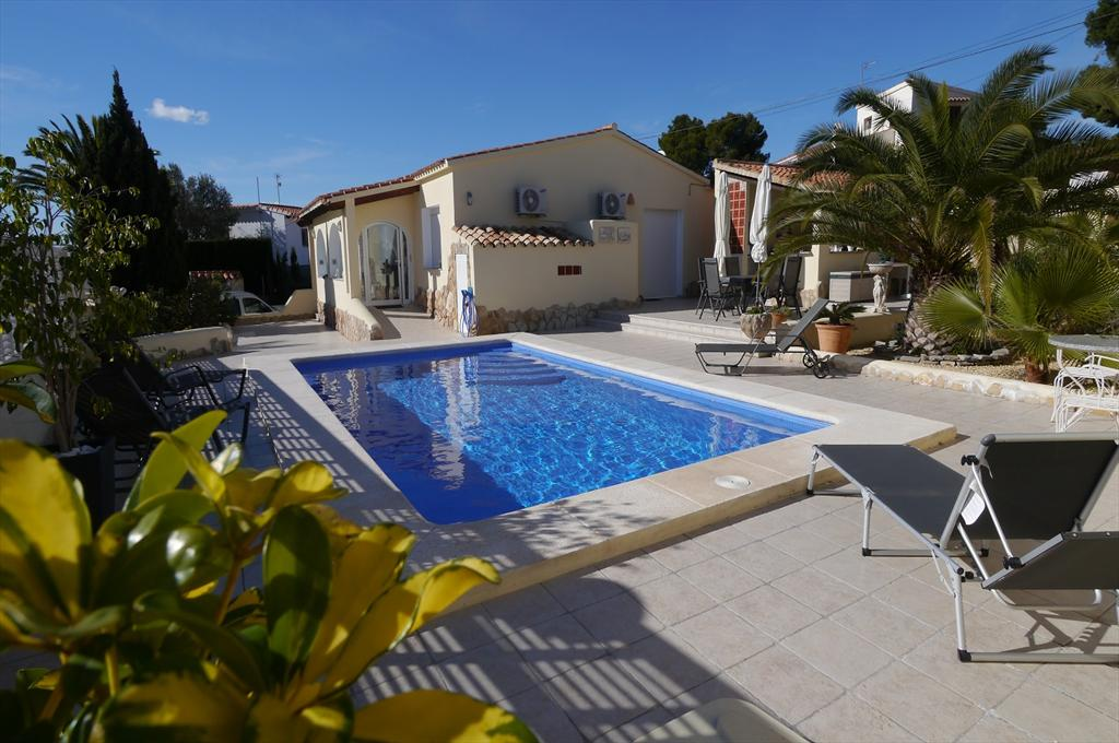 Julenn, Wonderful and comfortable villa in Moraira, on the Costa Blanca, Spain  with private pool for 4 persons.....