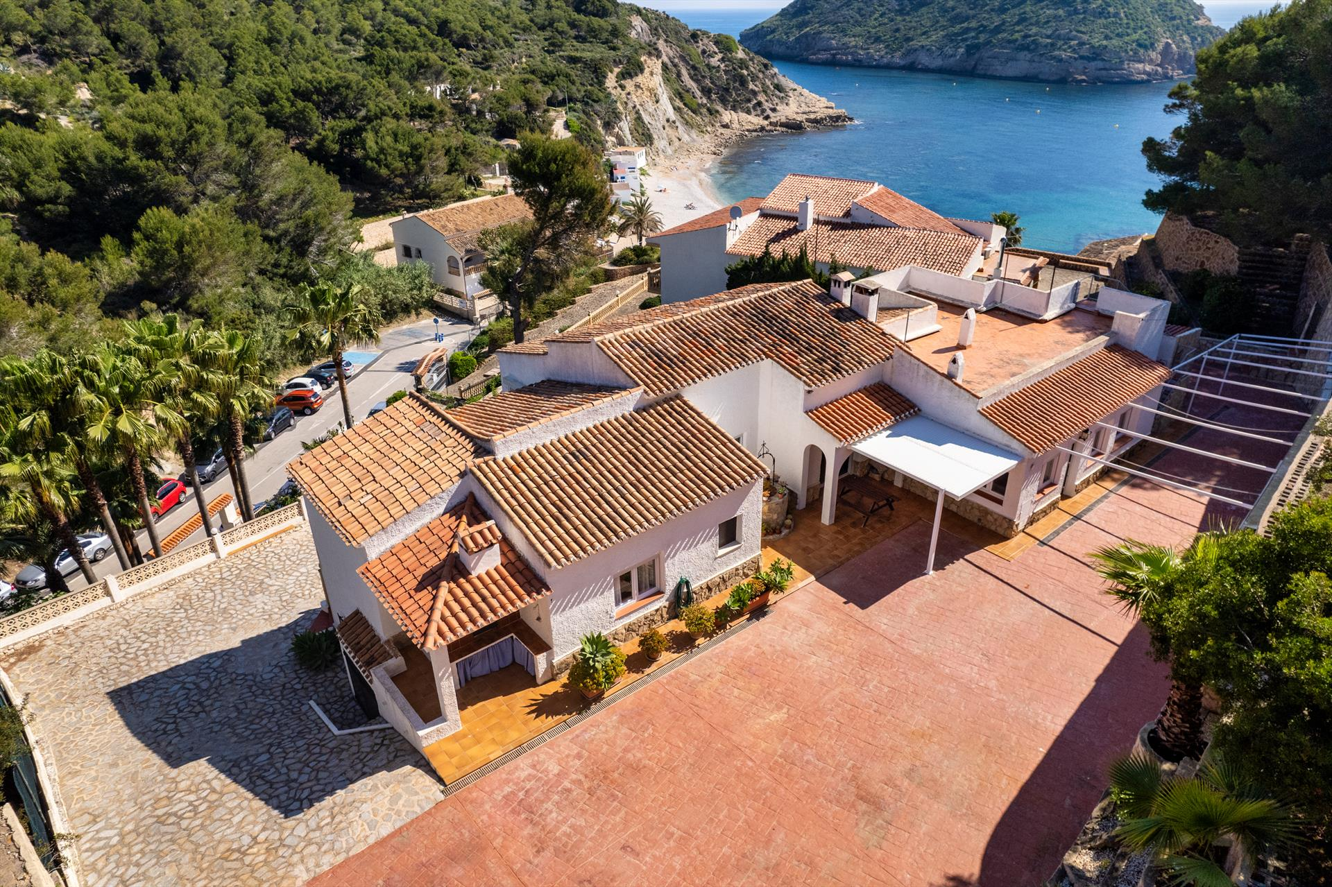 Casa Luna, Large and classic villa with private pool in Javea, on the Costa Blanca, Spain for 12 persons. The villa is situated in.....