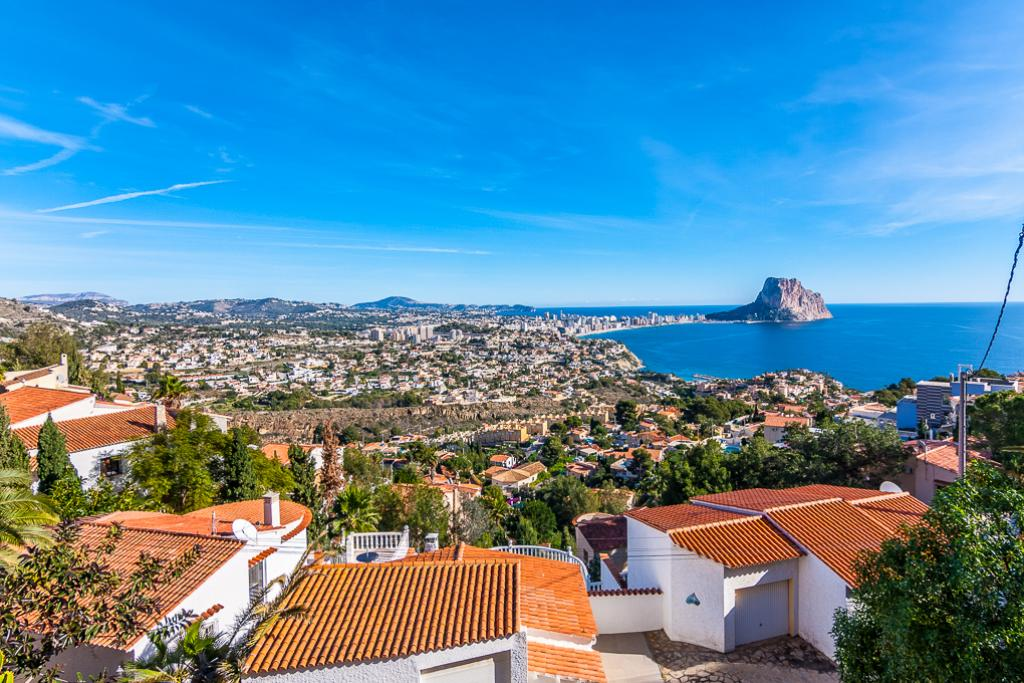 Galan de Noche 8, Beautiful and romantic villa in Calpe, on the Costa Blanca, Spain with private pool for 8 persons. The villa is situated.....