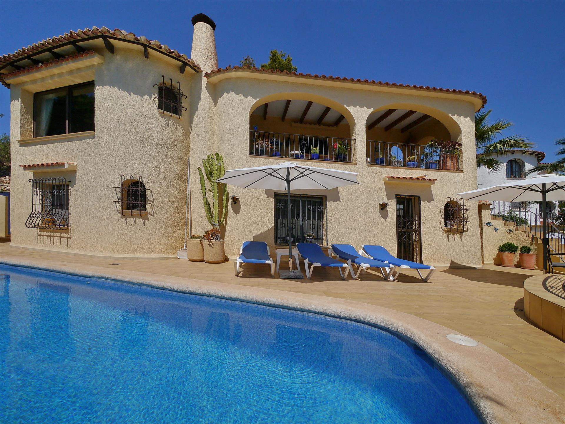 Buenavista, Large and cheerful villa in Benissa, on the Costa Blanca, Spain  with private pool for 6 persons.....
