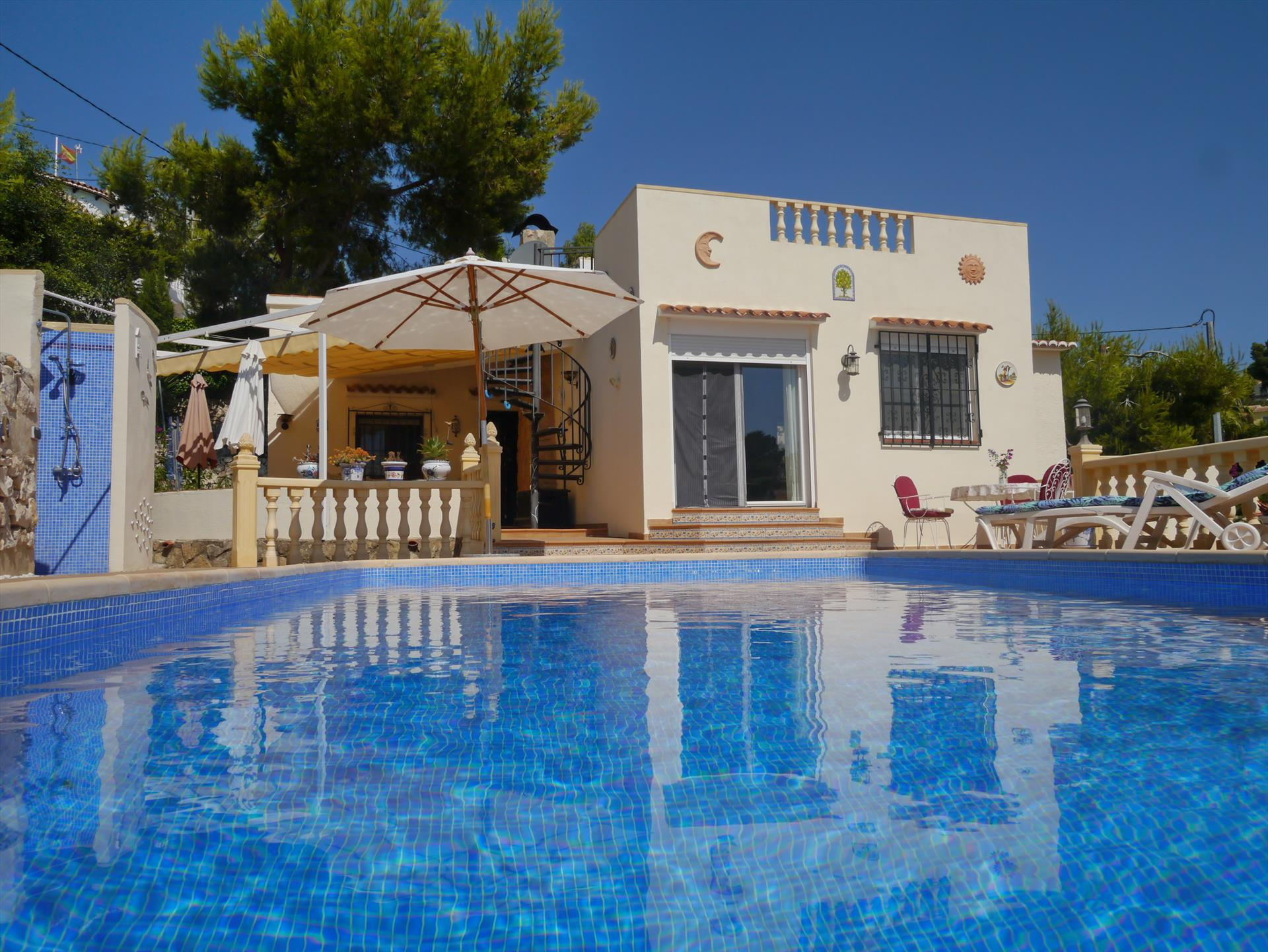 Rosana, Classic and nice villa  with private pool in Benissa, on the Costa Blanca, Spain for 4 persons.....