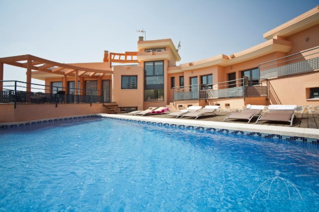 Cautivador 10,Villa in Alfaz Del Pi, on the Costa Blanca, Spain  with private pool for 12 persons.....