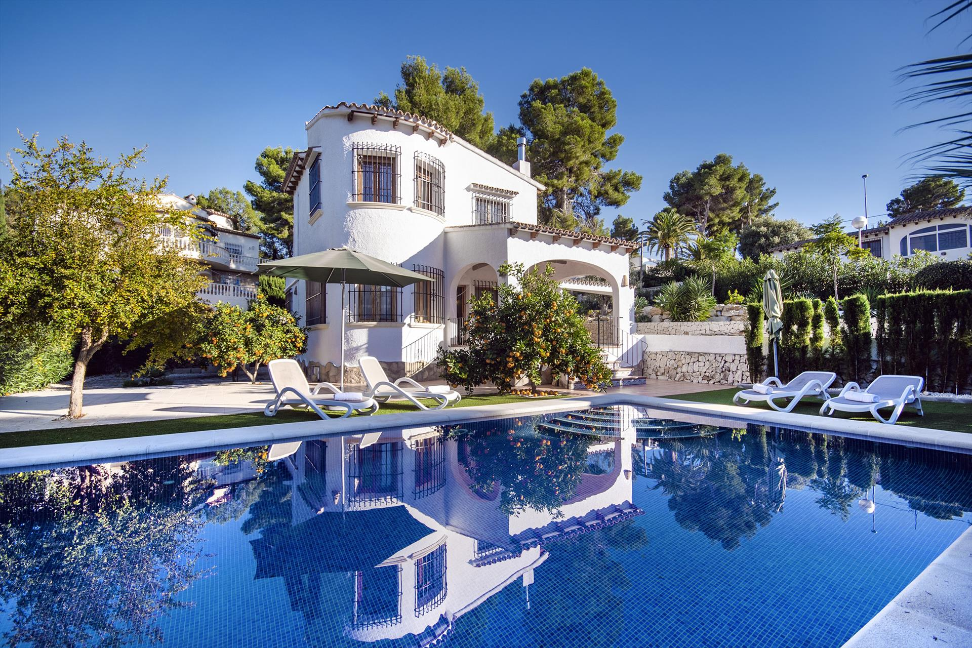 Sunnyside White House, Wonderful villa with classic style in Moraira, on the Costa Blanca, Spain with private pool for 6 persons. The villa is.....
