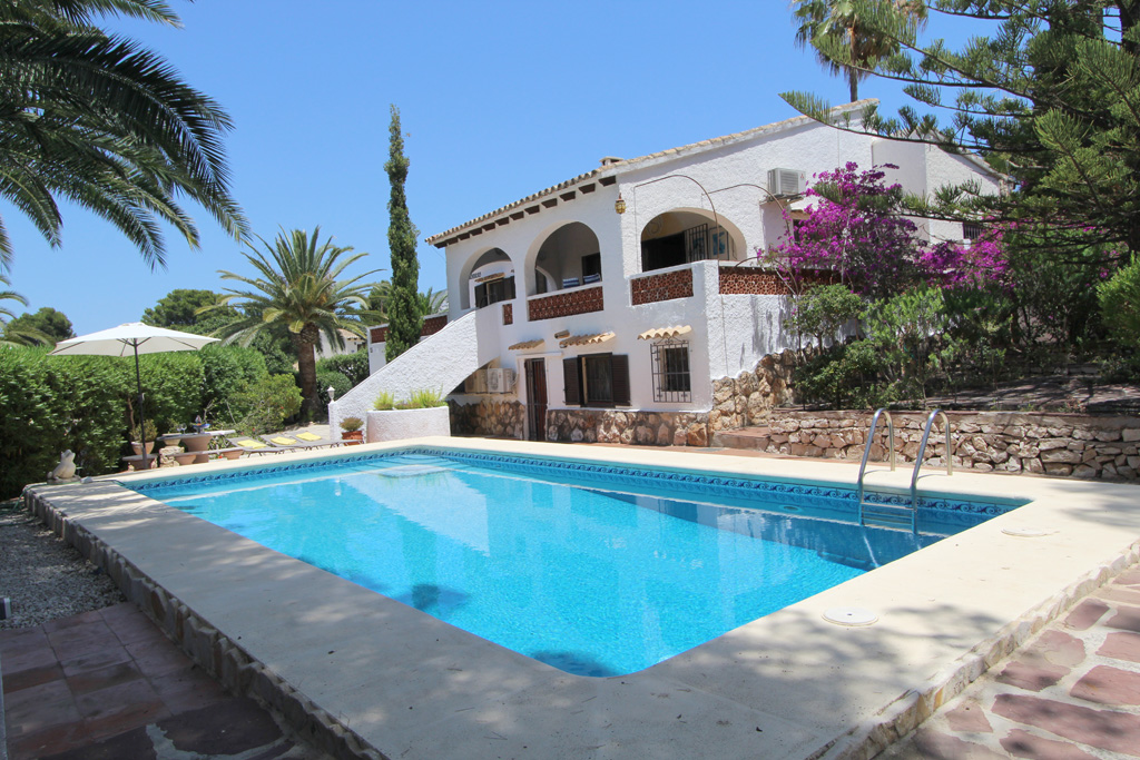 Encantadora, Beautiful and classic villa  with private pool in Moraira, on the Costa Blanca, Spain for 8 persons.....