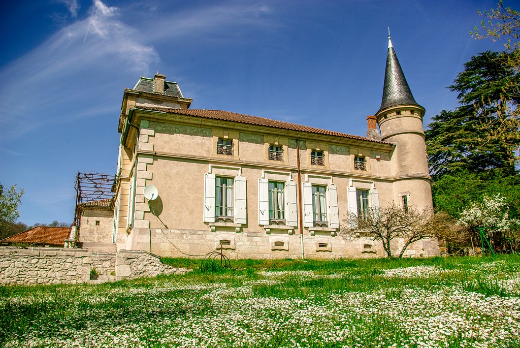 Chateau montjoi, Large castle in Montjoi, Midi-Pyrénées, France  with private pool for 26 persons...