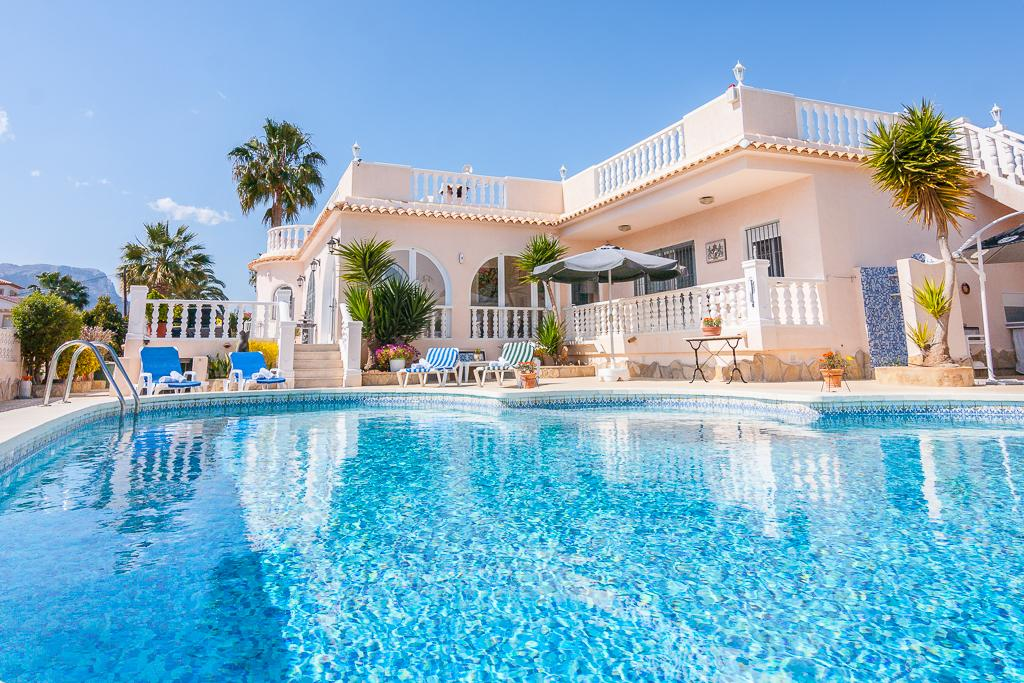 Diego 4, Classic and romantic villa in Calpe, on the Costa Blanca, Spain with private pool for 4 persons, for your summer holidays.....
