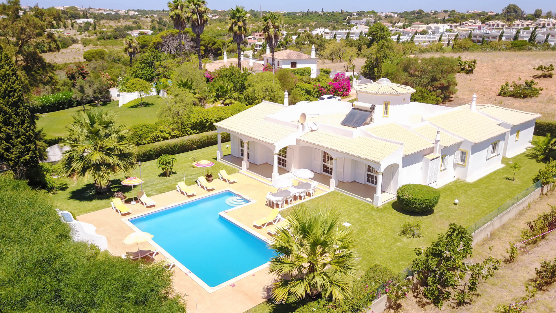 Villa Albufeira LS405,Large and nice villa in Albufeira, on the Algarve, Portugal  with private pool for 10 persons...