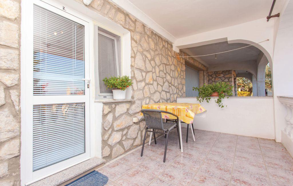 Delightful sunny couple studio - private terrace, private parking, grill, Mooie en gezellige studio in Vrh, Island Krk, Kroatië voor 2 personen...