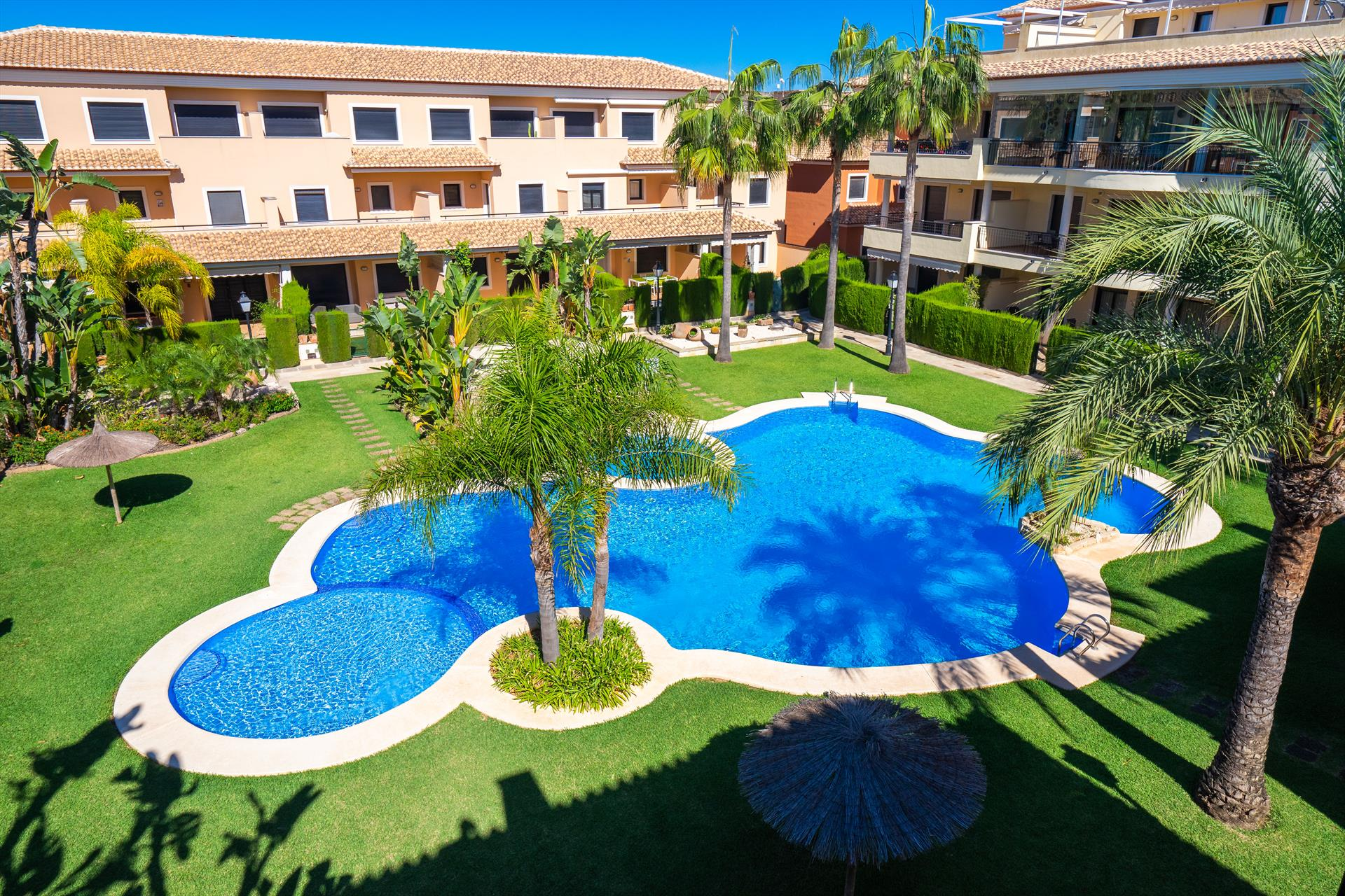 Jardines de niza 6 pax, Wonderful and cheerful apartment  with communal pool in Javea, on the Costa Blanca, Spain for 6 persons...